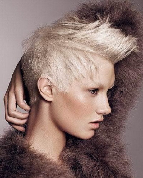 30 Short Hairstyles For Winter Trendy Layered Haircut