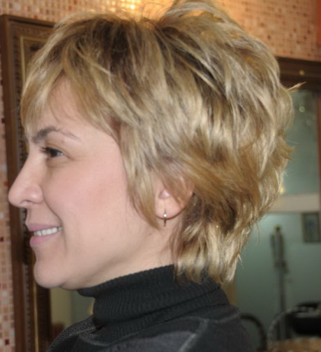 Short layered hairstyles for older women