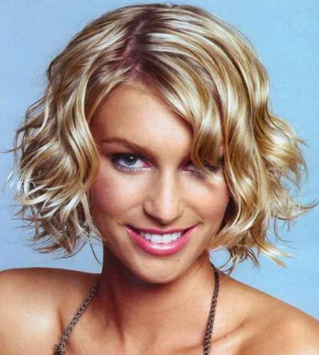 Blonde Ombre Short Wavy Hair Style