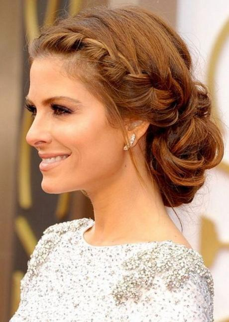 American Actress Maria Menounos Looks Fabulous With Her Soft Side Braided Updo And Pretty Sparkly Earrings She Sports Romantic French Braids A Loose