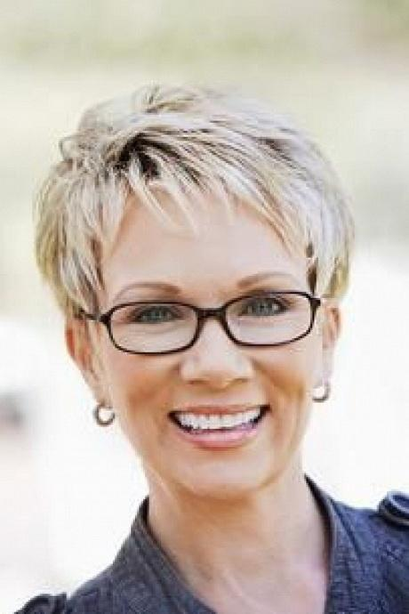 Short hair styles for women over 50 round face