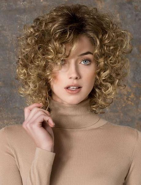 Short Hairstyles For Curly Hair 2018