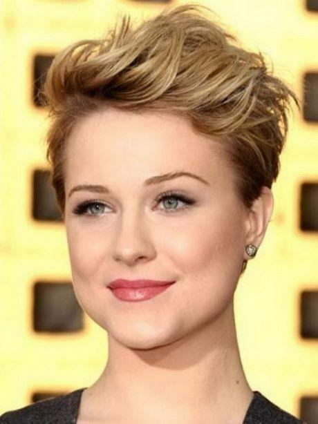 Short hairstyles for wavy hair and round face