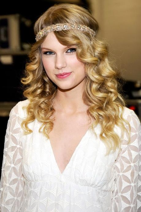 T swift hairstyles 34 taylor swift hairstyles taylor swifts curly straight short long hair voltagebd Image collections