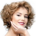 Short haircuts for wavy hair women
