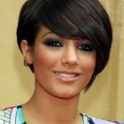 Short hairstyle for round face women
