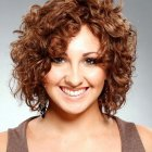 Short hair styles for curly hair and round face