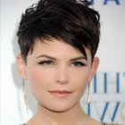 Short dark hairstyles for round faces